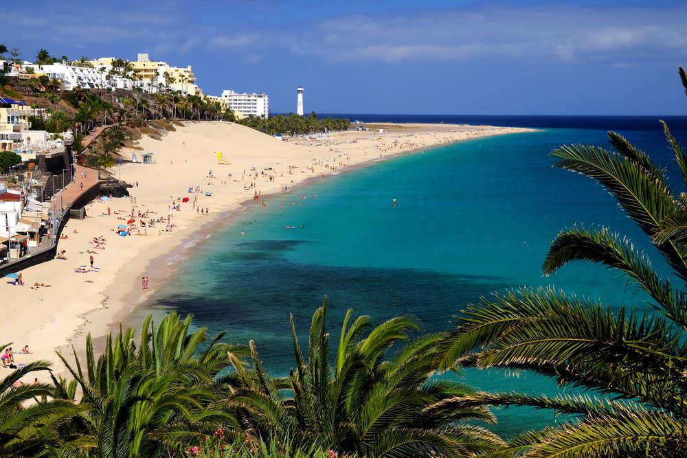 El sector turístico tira de Canarias